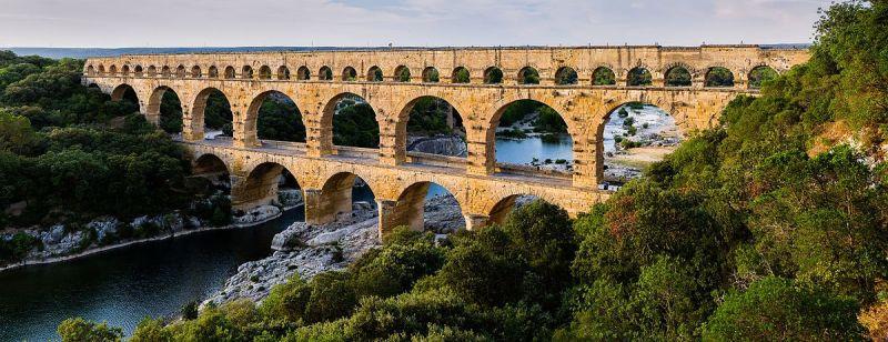 Pont_du_Gard_BLS.jpg