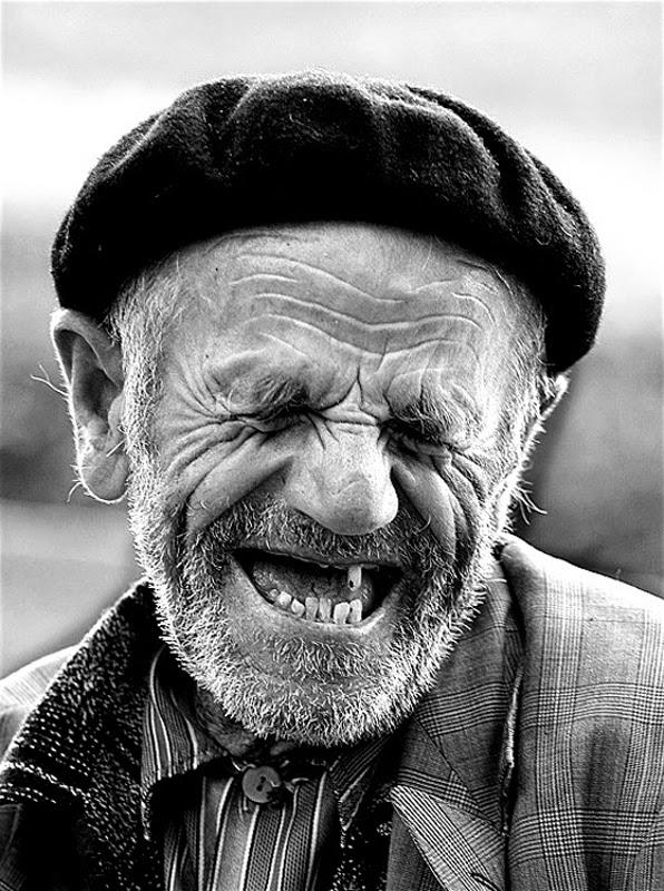 vieux rire sans dent