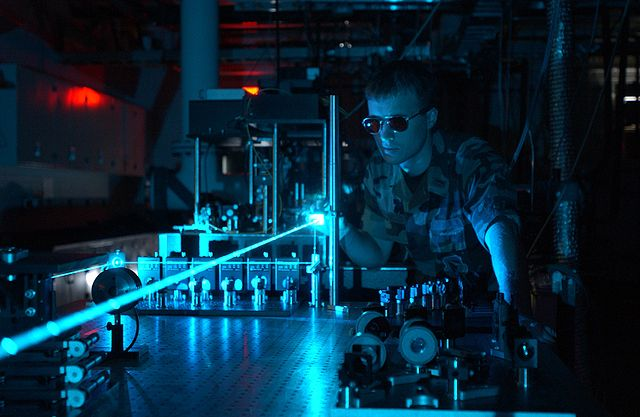 640px-Military_laser_experiment.jpg