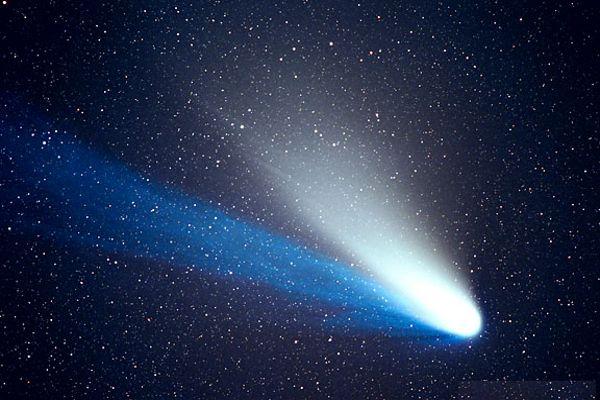 Comet-Hale-Bopp-nefertaris-crown