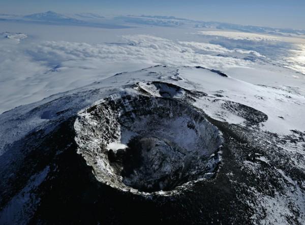 04-main-erebus-crater-670-600x443