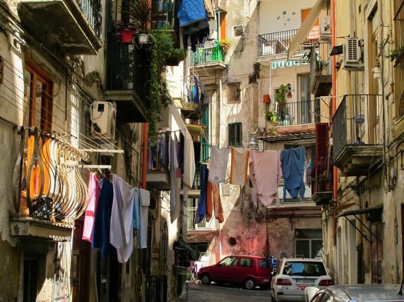 Cordes-à-linge-à-Naples-Italie.jpg