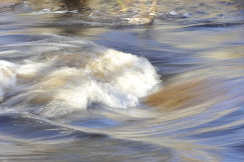 eau-rivière-éclat-courant-d-eau-mouvement-1560x1038
