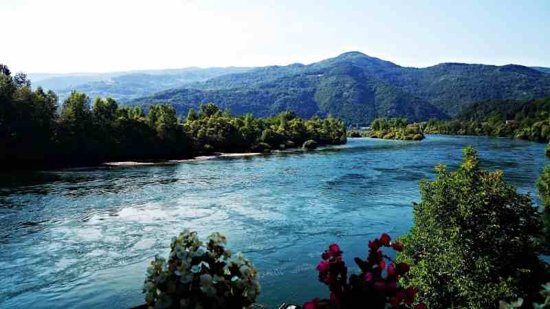 river-882718.jpg