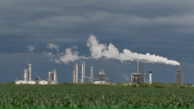 256049431-edifice-industriel-pollution-de-l'air-cheminee-architecture-vapeur