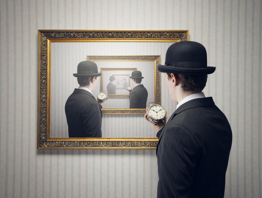 deja-vu-man-in-the-mirror