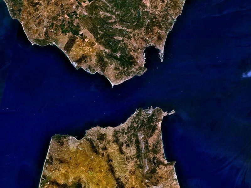1200px-Strait_of_Gibraltar_5.53940W_35.97279N