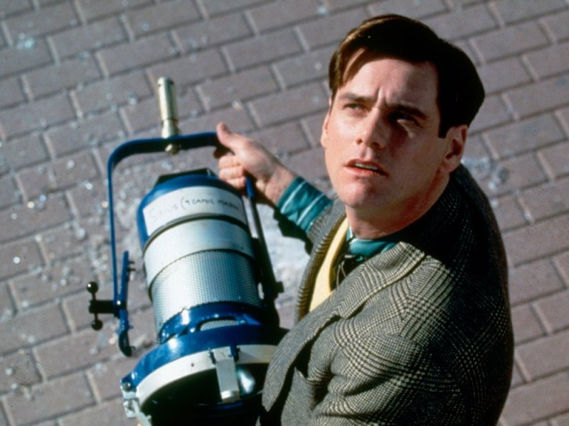 truman-show-the-1998-002-jim-carrey-holding-machine-bfi-00n-cqj.jpg